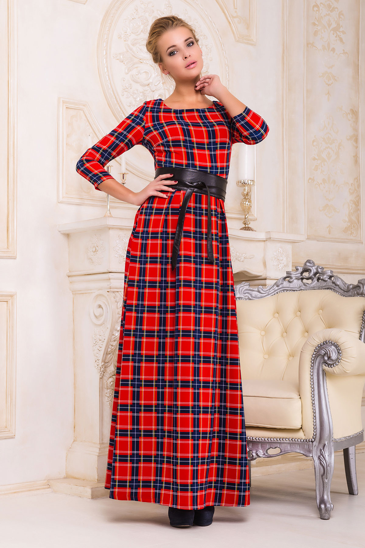 Серое платье макси, украшенное лапкой и розами. платье Шарли д/р. Цвет: красный-синий б.клетка