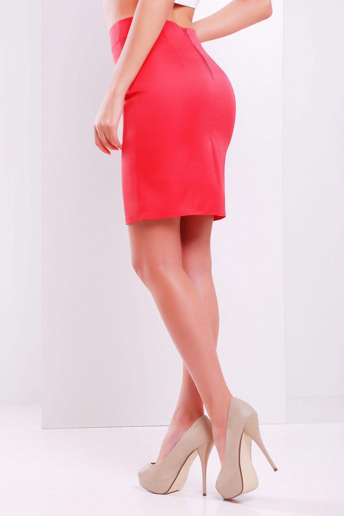 Юбка выше колена