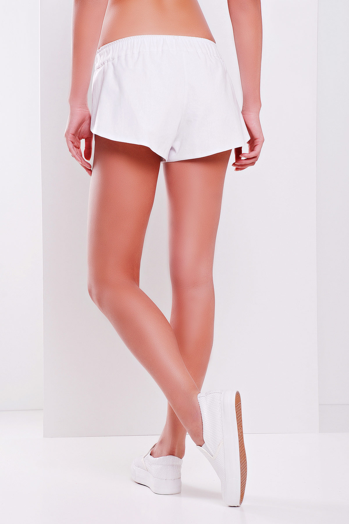 женские короткие черные шорты. шорты Шер. Цвет: белый