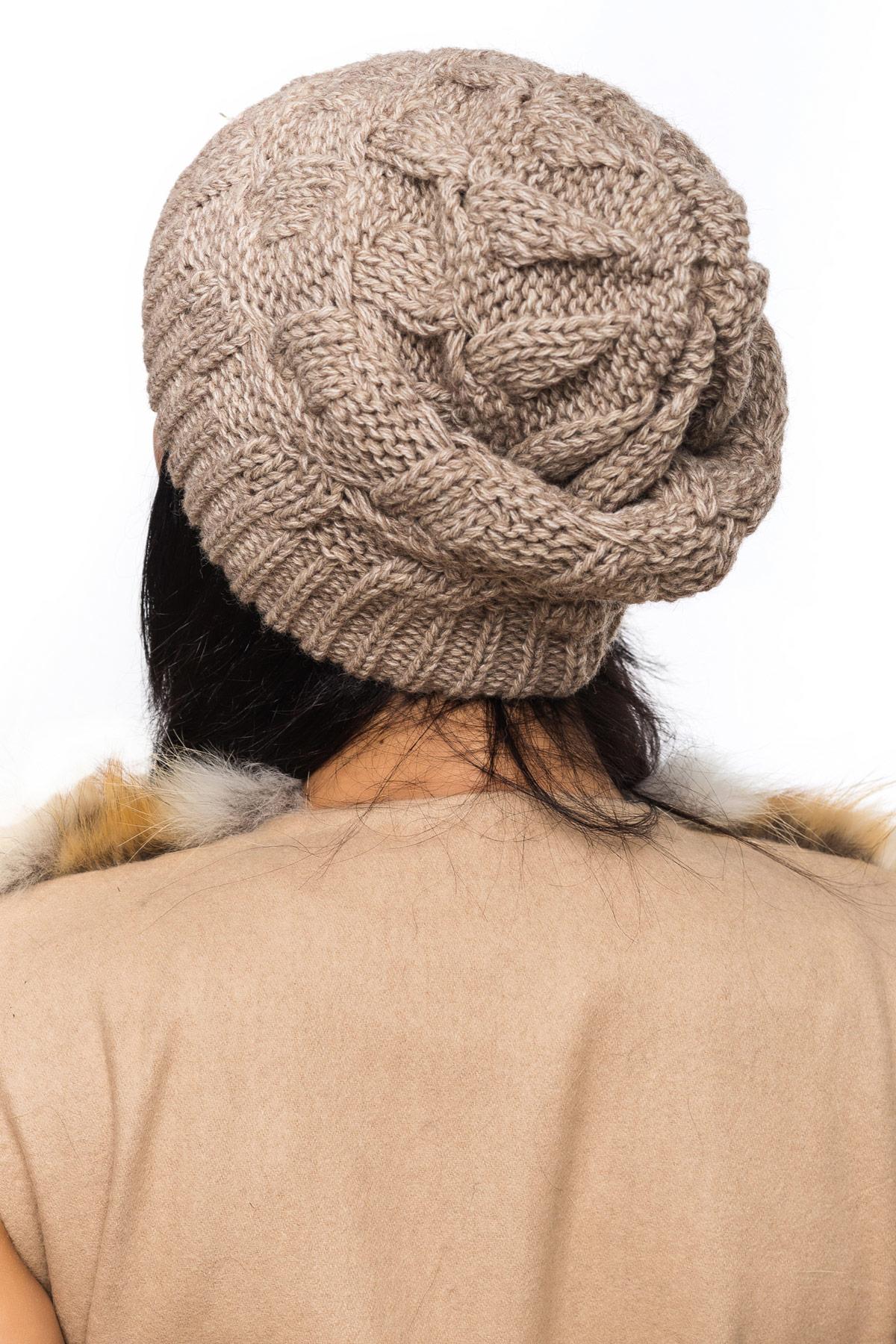 Бежевая шапка на широкой резинке с внутренним отворотом. Шапка 1063. Цвет: бежевый