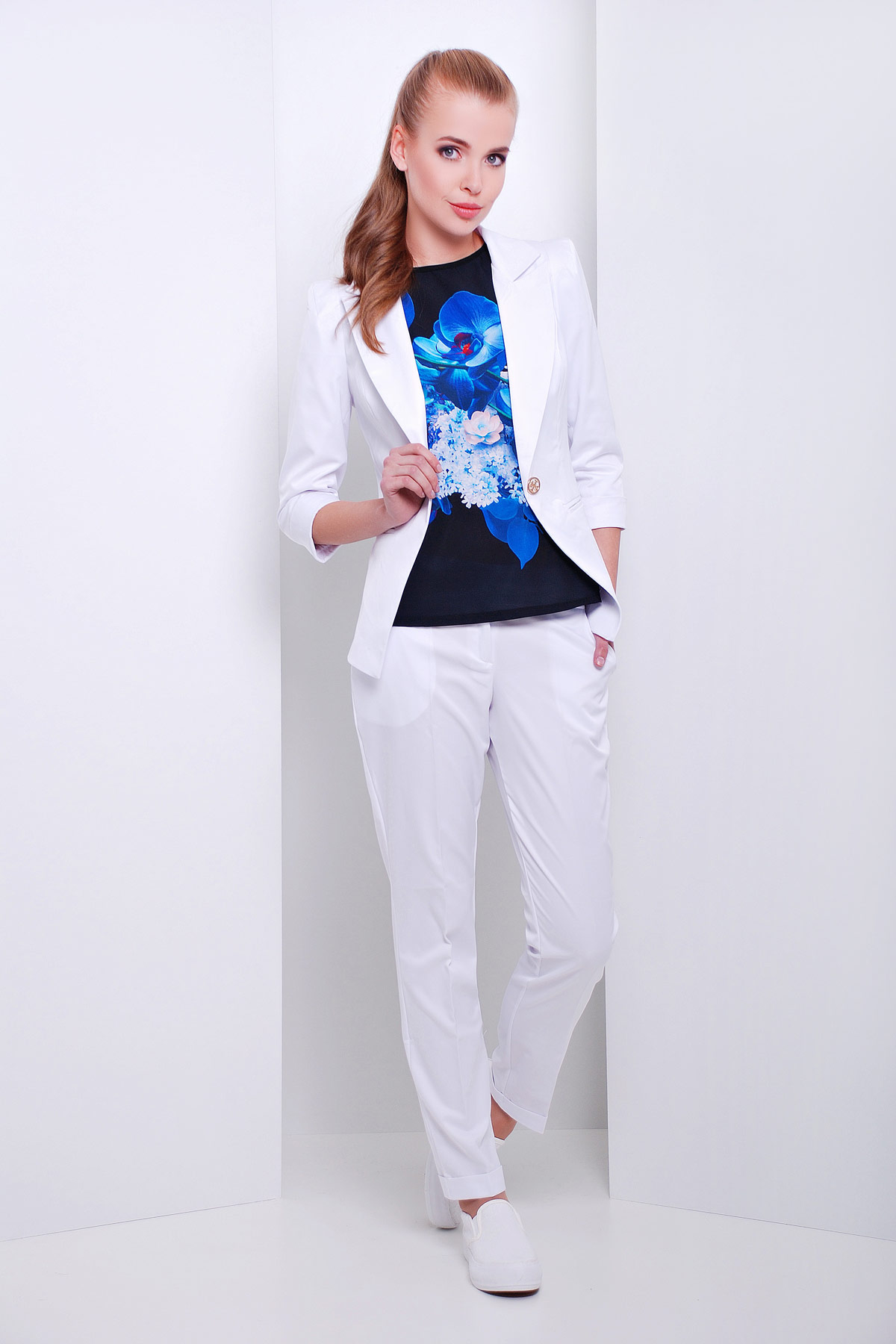 женские темно-синие брюки. брюки Хилори. Цвет: белый