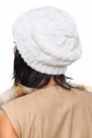 Вязаная шапка белого цвета с внутренним отворотом. Шапка 1062. Цвет: белый