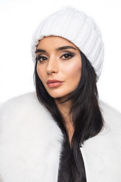 Вязаная шапка белого цвета с косами. Шапка 1051. Цвет: белый