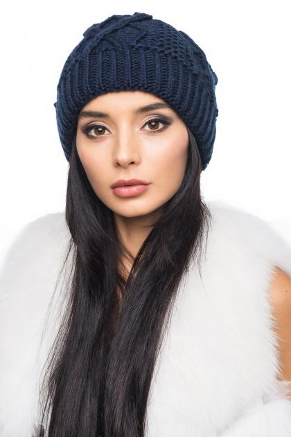 Темно-синяя женская шапка крупной вязки с внутренним отворотом. Шапка 1053. Цвет: темно-синий